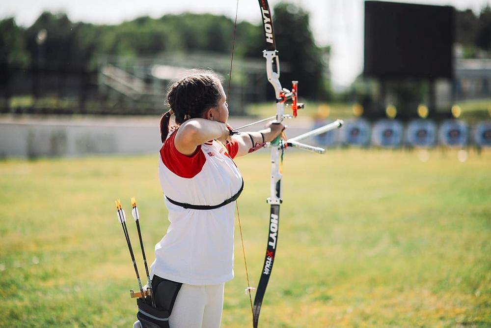 Мария Гильманова 5 лет стреляет из классического лука. Она кандидат в мастера спорта, участвует в соревнованиях — городского масштаба и всероссийских, неоднократно становилась их призером и победителем