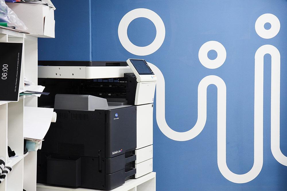 Продукцию, которую выпускают в «Твоей типографии», не нужно лицензировать. В 2011 году кто-то сказал Тойво, что лазерный принтер нужно регистрировать в ФСБ. Когда он пришел в ведомство, над ним посмеялись и сказали: «Идите уже работать»