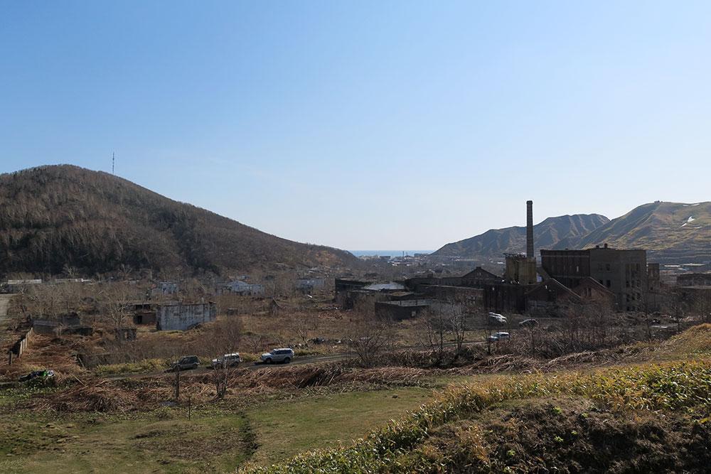 Целлюлозно-бумажный завод в селе Чехове Холмского района. Японцы возвели комбинат в 1922 году, под контроль Советского Союза он перешел в 1945, а закрылся в середине 90-х годов прошлого века
