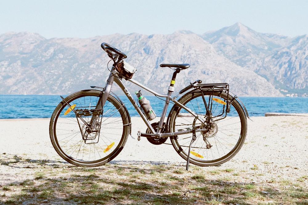 Мой гибридный велосипед Giant, я ездила с ним в Финляндию, Швецию, Черногорию и на Сардинию