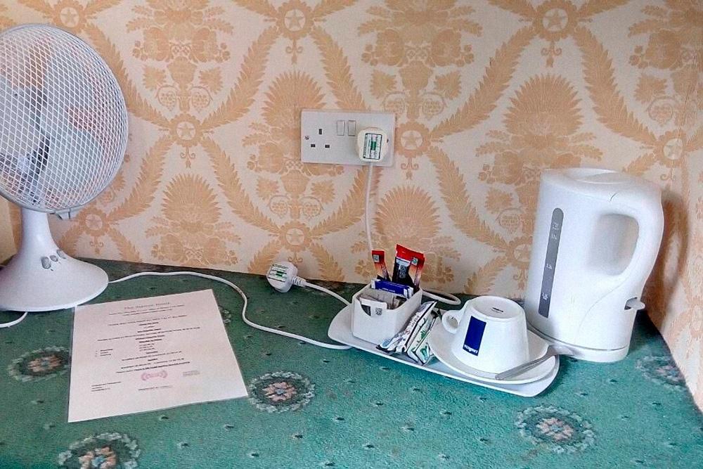Британские розетки в моем номере в Глостере