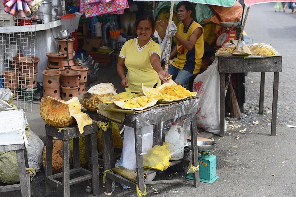 Продажа очищенных джекфрутов в Давао
