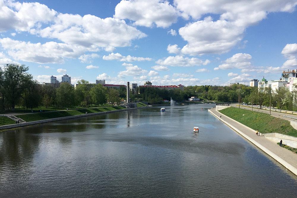 Вид на Стрелку и Оку с Красного моста