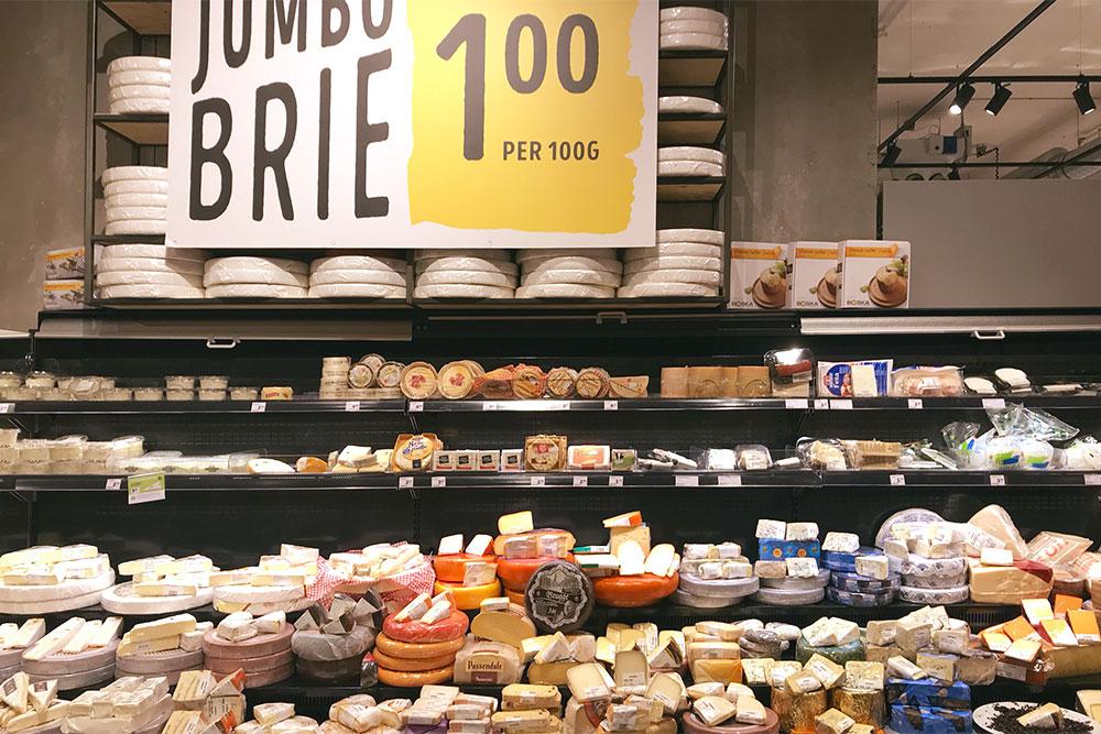 Выбор сыра в магазинах огромный
