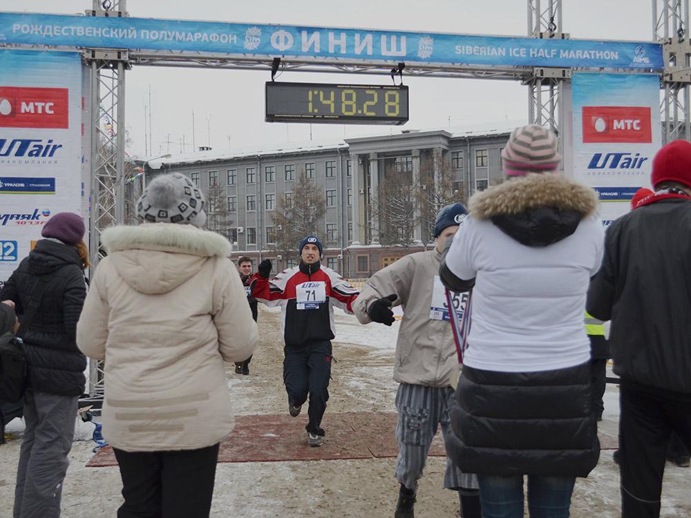 Я постоянно участвую в Сибирском международном марафоне. 12 раз пробегал полную дистанцию. Рождественский полумарафон полностью я пробегал 10 раз. В том числе два раза при температуре –30 °C