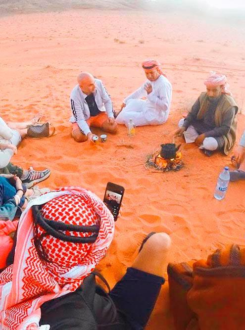 Во время джип-сафари можно пообщаться с бедуинами