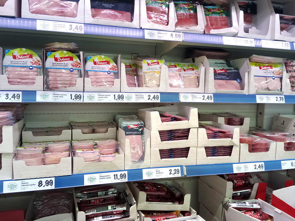 Продукты вкусные и недорогие. В магазинах Софии можно найти даже гречку