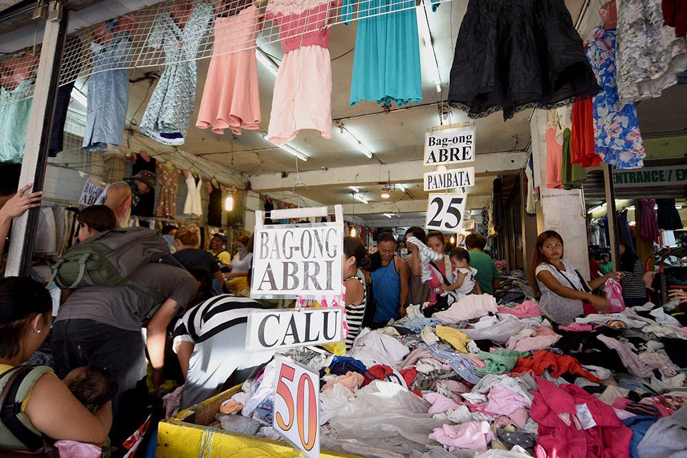 Распродажа в секонд-хенде: 25—50 песо за любую вещь