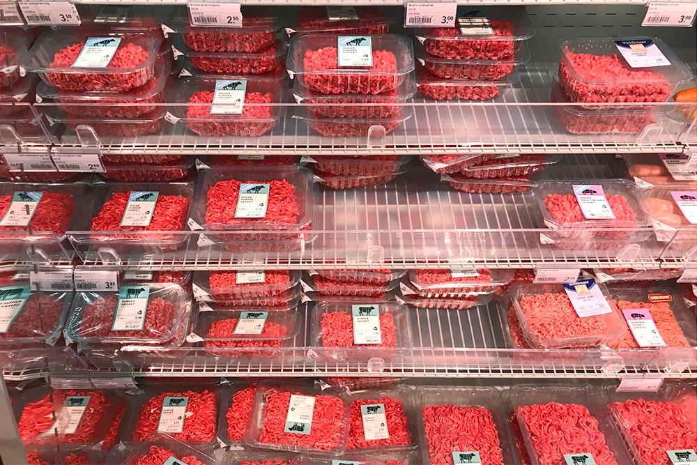В магазинах мясо на развес не продается. Развесное мясо можно купить в основном в турецких магазинчиках и на рынке