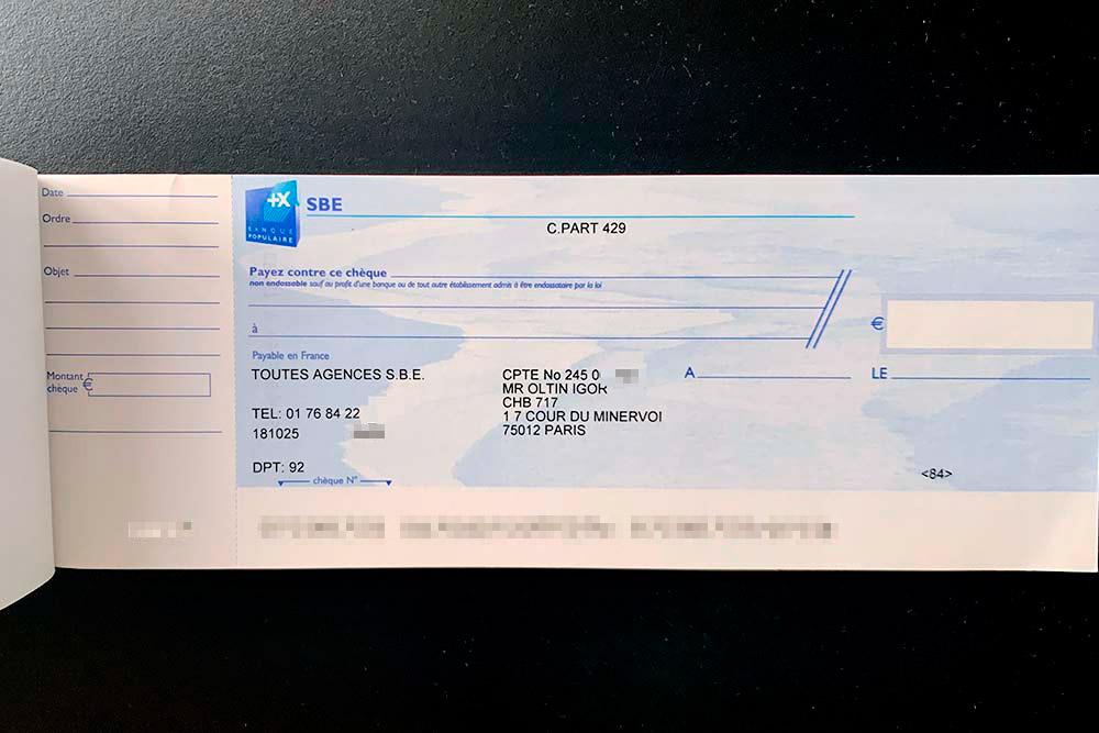 Вот типичная чековая книжка: основную часть справа отрывают и отдают продавцу. У вас остается прямоугольник слева, на котором можно записать сумму, дату, магазин и т. д. Но это для себя, чтобы потом не забыть. Иногда в магазинах чек вставляют в принтер и его нужно только подписать