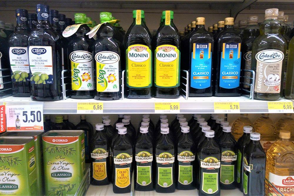 Умбрийское оливковое масло марок Monini и Farchioni известно во всем мире. Литр масла первого холодного отжима Monini стоит 5,99€ (470рублей), Farchioni — 4,99€ (390 рублей)