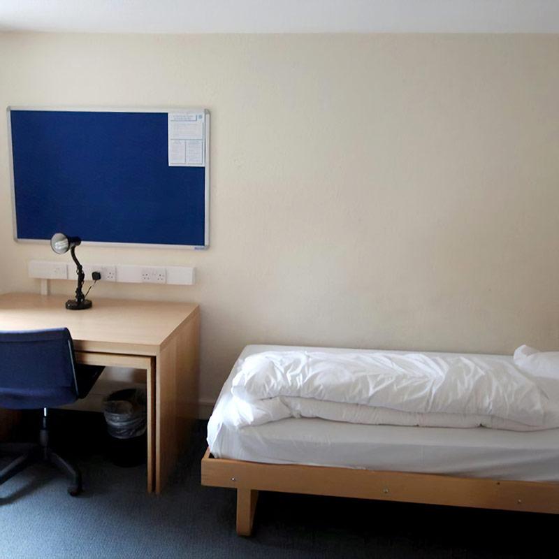 Одноместный номер с общей ванной комнатой в хостеле Эдинбурга за 5190 р.. Источник: Booking.com