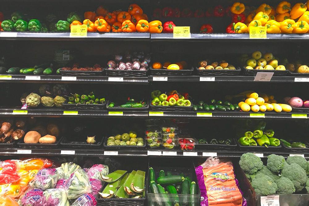 Артишоки, рамбутаны и листья алоэ в Whole Foods