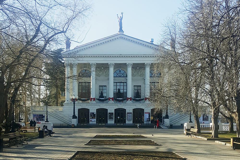 Театр имени Луначарского — еще одна достопримечательность Севастополя