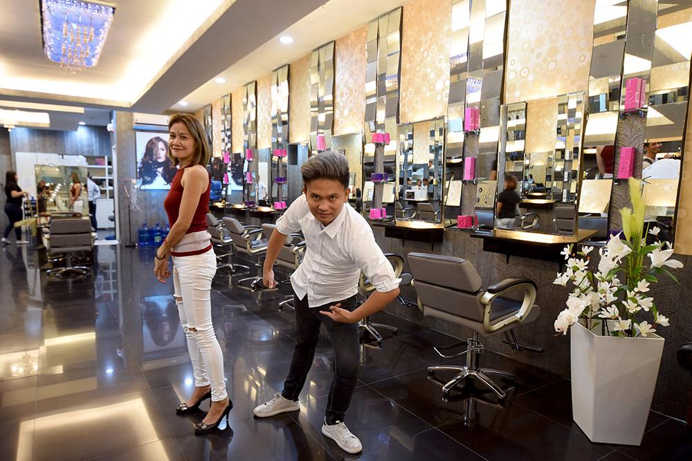 Подстричься в салоне можно за 700 песо (900 рублей)