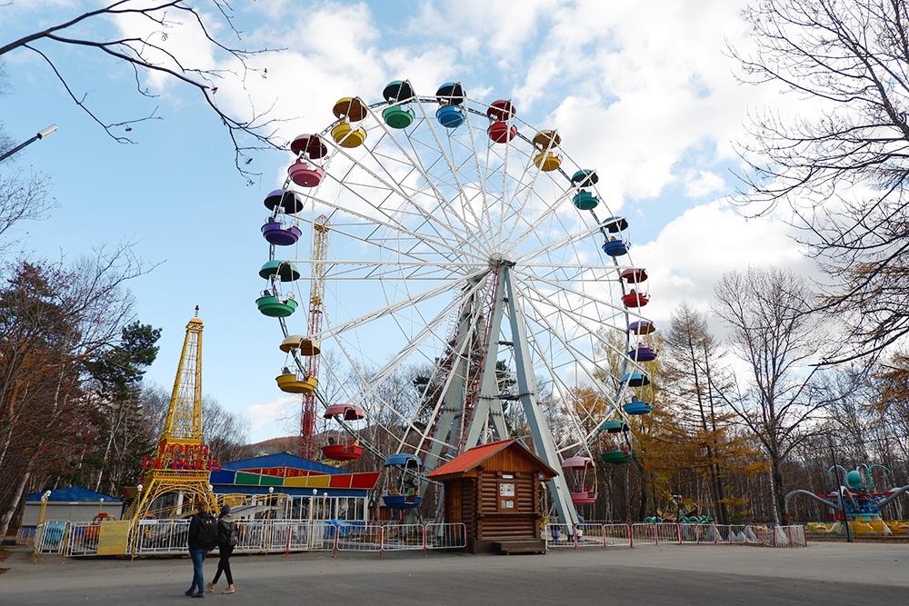 Колесо обозрения в городском парке культуры и отдыха им. Ю. А. Гагарина. Билет стоит 200 рублей