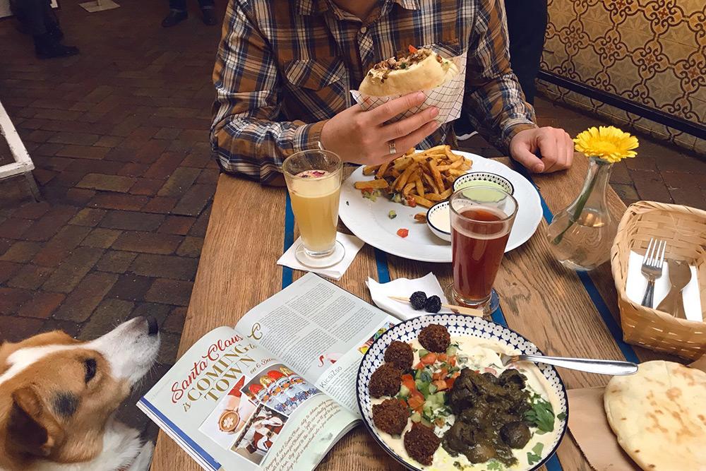 В то же время в Будапеште очень много вегетарианских ресторанов. Один из наших любимых ресторанов с большим выбором вегетарианских блюд — Mazel Tov