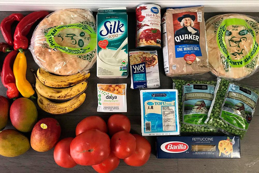 Этих продуктов из «Волмарта» нам хватит на 3—5 дней. Стоило все 50$ (2400<span class=ruble>Р</span>)