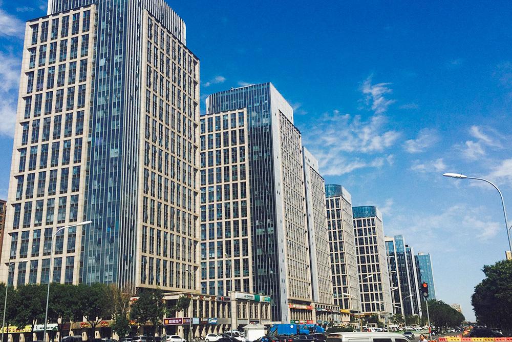 Студия размером 34 м² в этом доме далеко от центра Пекина стоит почти 17 млн рублей