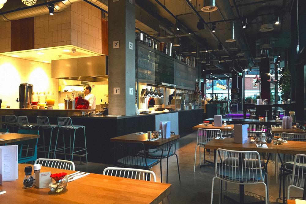 Распространены кафе, где готовят на виду у посетителей