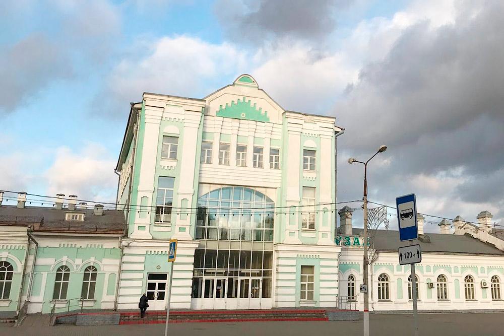 Главный вход в здание ж/двокзала