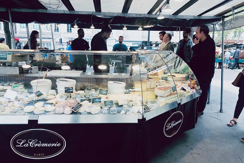 Самый большой выбор вкуснейших французских сыров не в супермаркетах, а именно на городских рынках