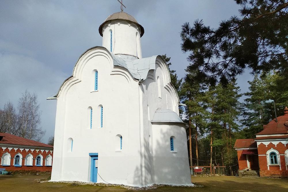 Церковь Рождества Богородицы в Перынском скиту построили в 1226году, сохранилась она в первозданном виде