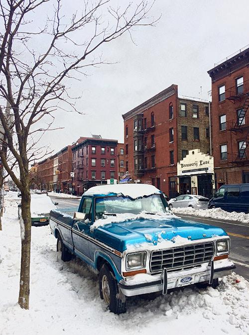 Зимой снег выпадает редко, но это расценивается как настоящее стихийное бедствие: отменяют поезда, людям разрешают не ходить на работу
