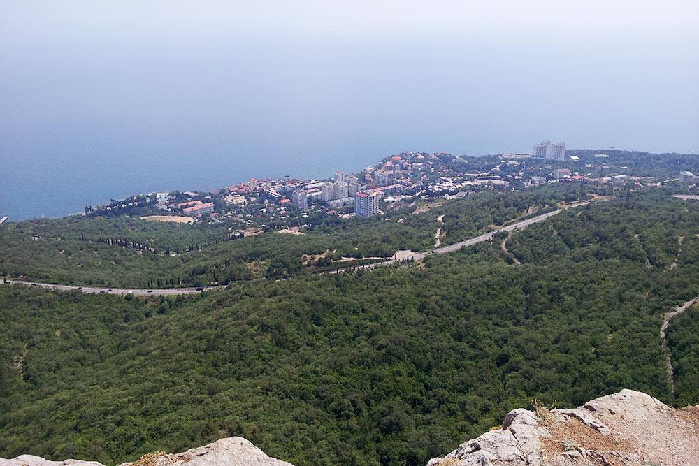 Маленький городок Форос, куда я постоянно езжу на пляж, находится в 35 км от Севастополя. На машине туда можно добраться за час