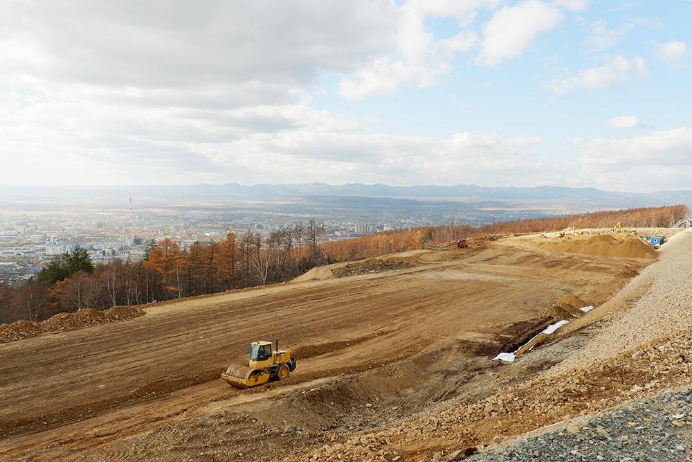 На склоне горы Большевик строят горнолыжную деревню