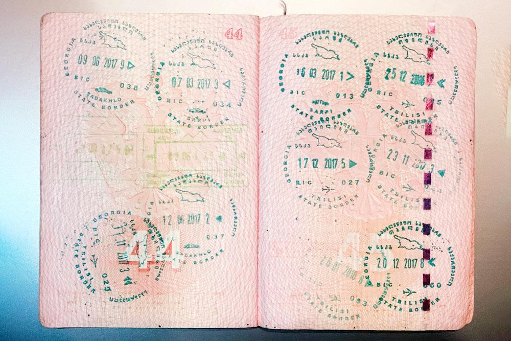 Мой паспорт забит штампами о пересечении грузинской границы. За три года въездов и выездов было огромное количество — на фото далеко не все