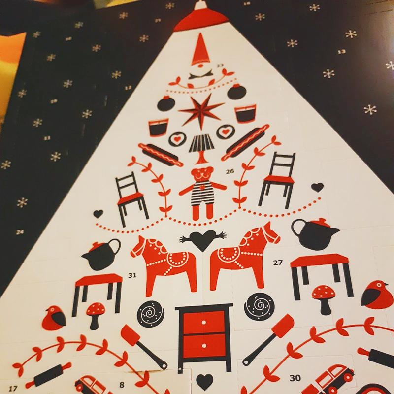 Это мой первый адвент-календарь в сознательном возрасте, и я почему-то в детском восторге