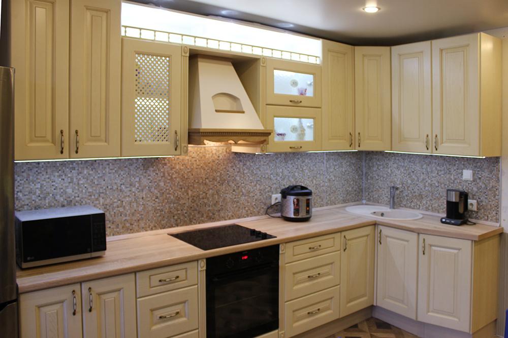 Кухня в четырехкомнатной квартире. Площадь — 14 м²