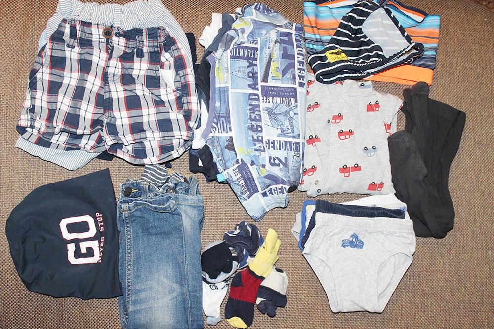 Одежда для сына: трое шорт, четыре футболки, двое плавок, нижнее белье и пижама, джинсы и тонкая шапочка. Все это пригодилось