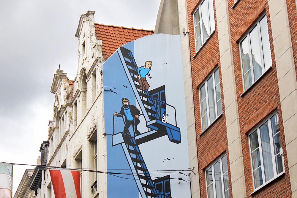 На домах Брюсселя регулярно появляются новые изображения комиксов. Фото: Shutterstock