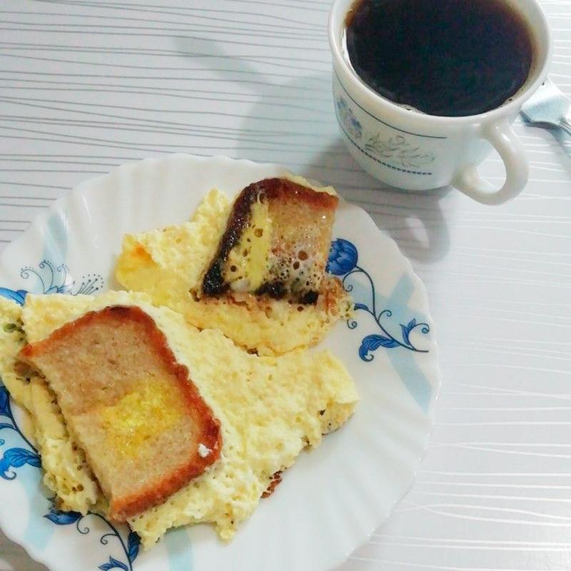 На завтрак — омлет и кофе