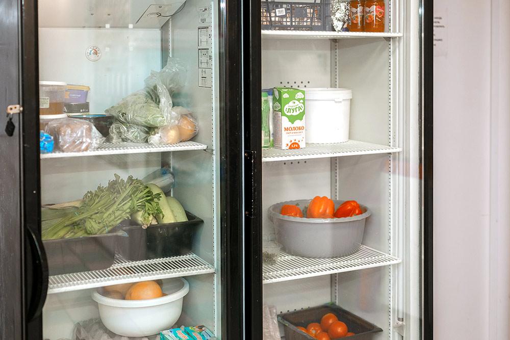 Все, что лежит в холодильнике, будет израсходовано в течение рабочей смены. Предприниматели не делают товарные запасы, а закупаются ежедневно