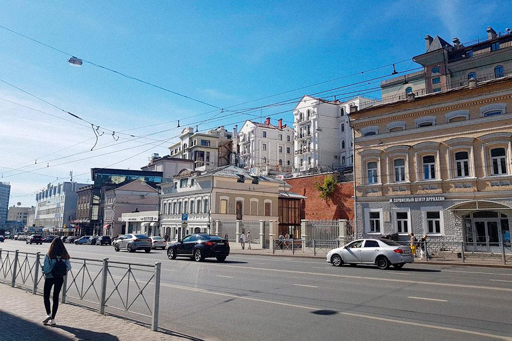 Центр Казани. По закону в центре города нельзя строить здания выше трех этажей. Но некоторые застройщики знают, как обойти запрет