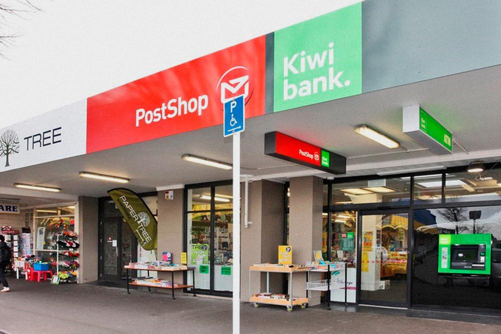Типичное почтовое отделение. Такие в Окленде на каждом шагу. В таком отделении я оформил документы на купленную машину