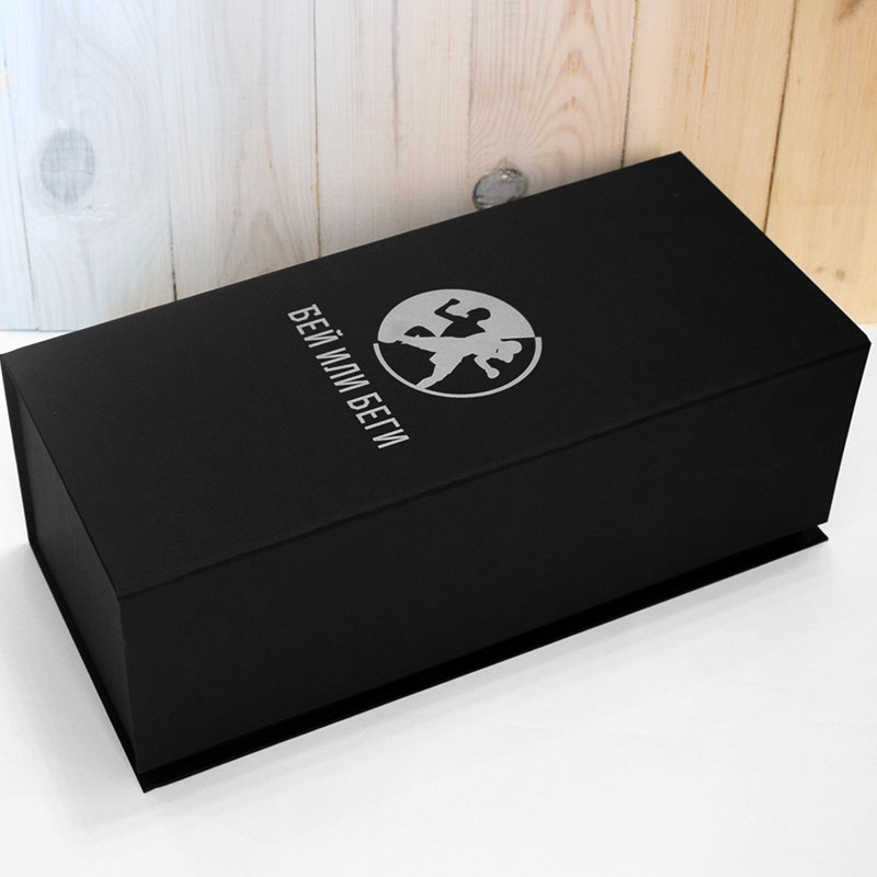 Я решил, что в черной матовой коробке перчатки будут выглядеть дорого
