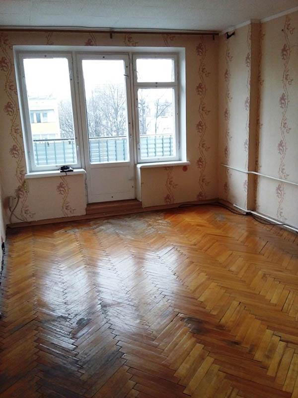 Так перед началом аукциона выглядела квартира, которую мы купили, — в ней пару лет назад был сделан косметический ремонт