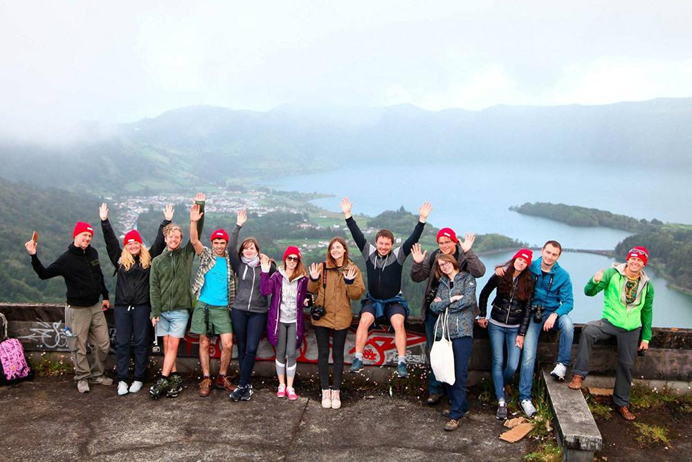 Первую поездку на Азорские острова мы организовали с помощью друга, у которого есть яхта. Мы посмотрели на китов, искупались в горячих источниках и побывали на озере в кратере вулкана. Теперь работаем уже не с другом, а с местными партнерами, но тогда эта разведка очень пригодилась