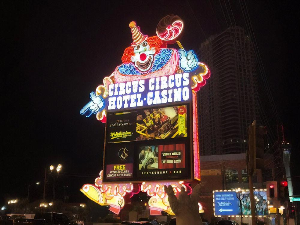 За две ночи в отеле Circus Circus мы заплатили 165$