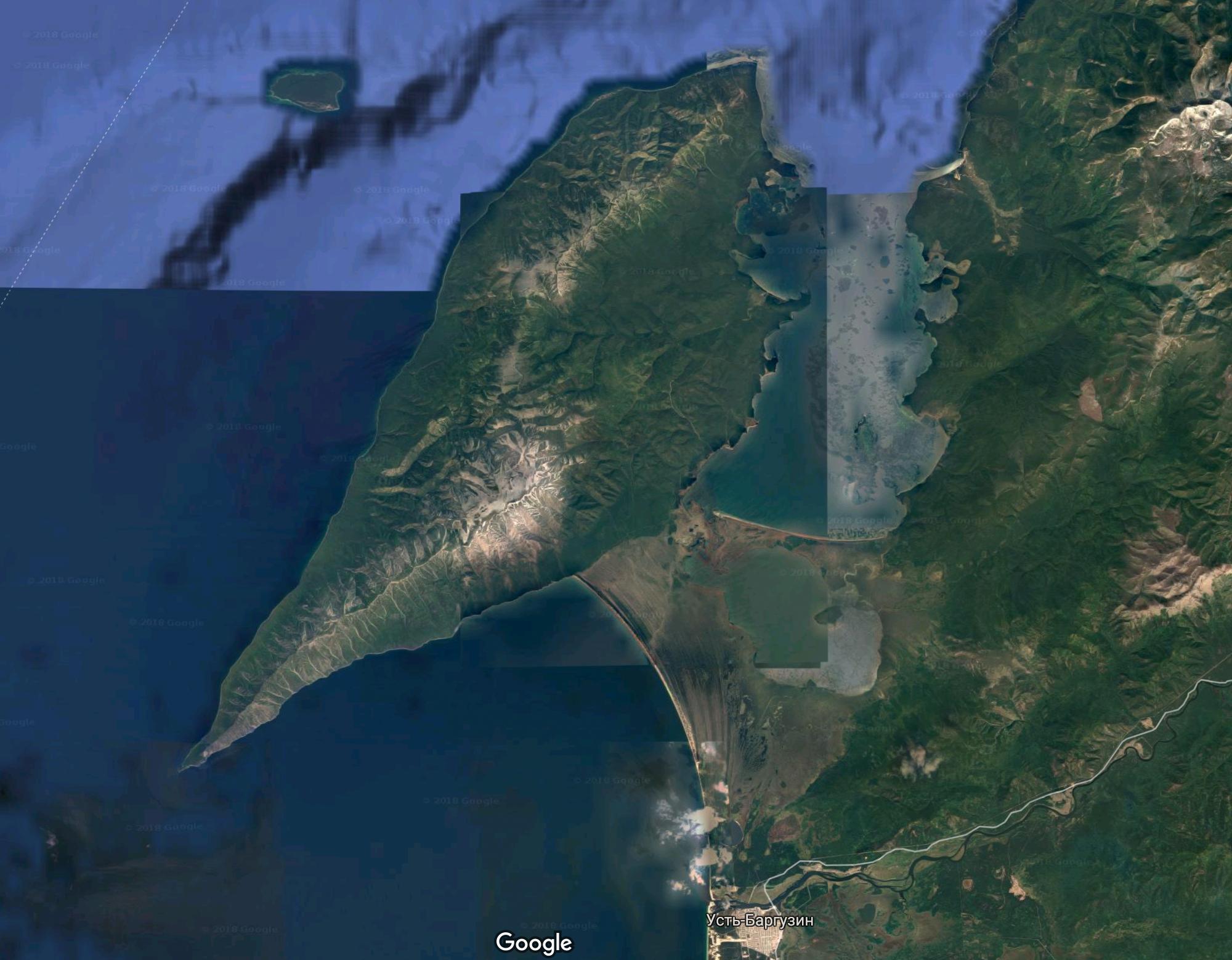 Коса после Усть-Баргузина — это берег Баргузинского залива. Гористая местность сверху — полуостров Святой Нос