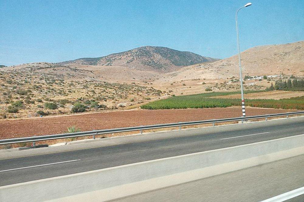 Классический пейзаж в дороге за городом