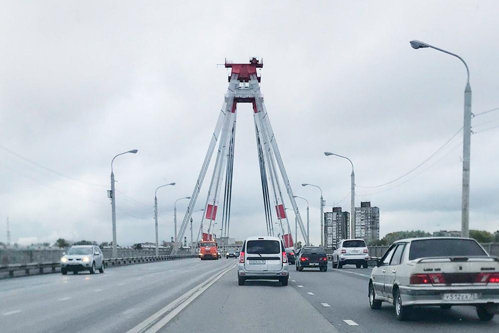 Традиционное место стояния — Октябрьский мост. Городу не хватает еще одного моста через Шексну, который бы соединил Зашекснинский и Заягорбский районы напрямую. В 2019году — о чудо! — заложили первую сваю нового моста. Ждем завершения строительства в 2022году