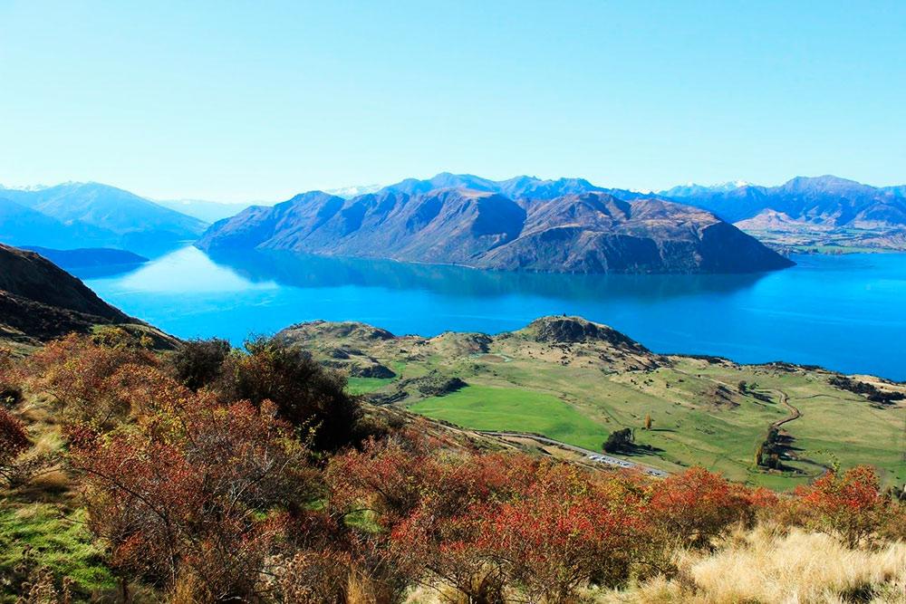 Вид на озеро Ванака со склона Ройс-пика