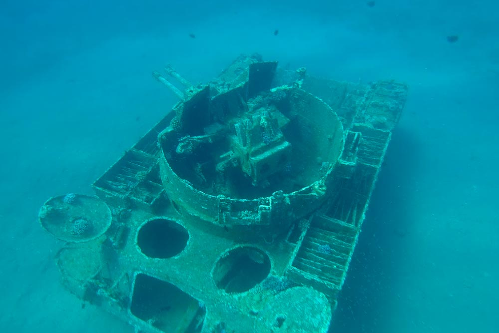 Вблизи побережья Тала Бей длядайверов затопили танк, корабль и даже пассажирский самолет