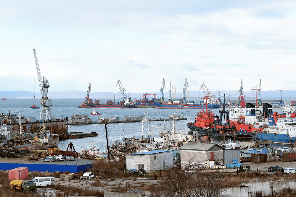 Через порт Корсаков доставляют большую часть грузов в Сахалинскую область