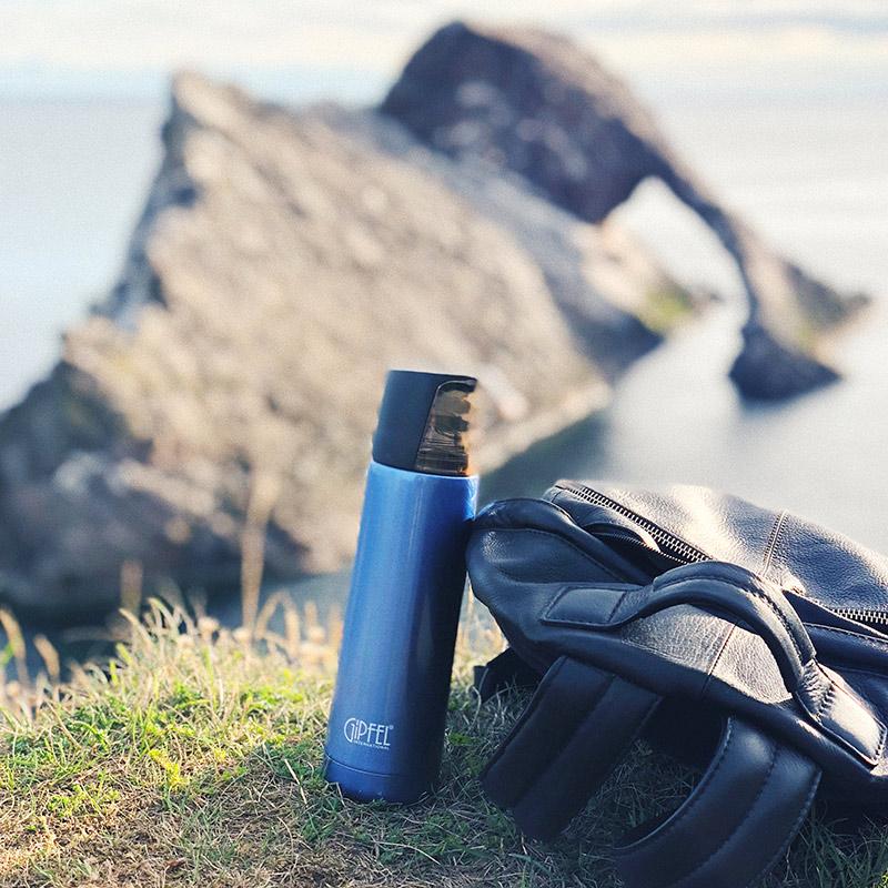Термос — полезная вещь в автопутешествии. Заварить лапшу быстрого приготовления на безлюдном пляже Северного моря — бесценно